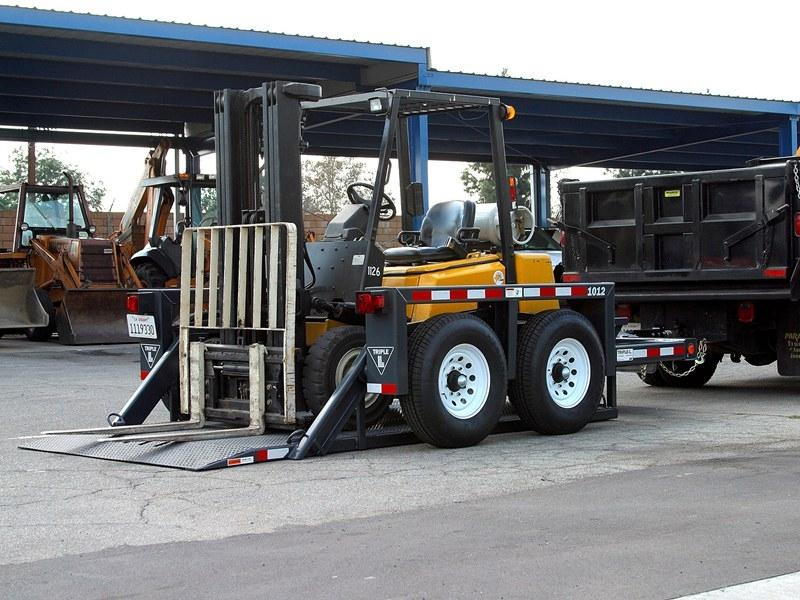 Model 1012 flat bed trailer JLG